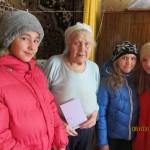 """Ученицы 6""""и"""" класса и Токарева Мария Никаноровна"""