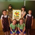 """Девочки посетили мастер-класс """"Пано из цветов""""."""