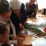 Ученики-второклассники учились писать пером...